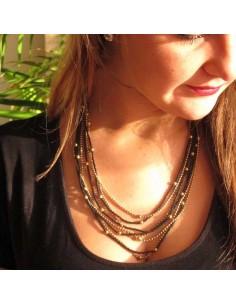 collier à perles fines noires et dorées