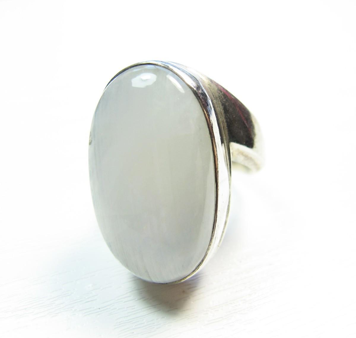 bague argent large taille 58 avec une pierre de lune bijoux argent. Black Bedroom Furniture Sets. Home Design Ideas