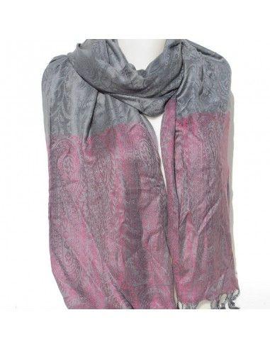 étole gris-foncé à motifs roses
