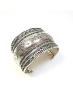 bracelet argenté à motifs