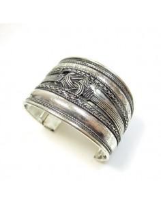 Large bracelet ciselé en métal argenté