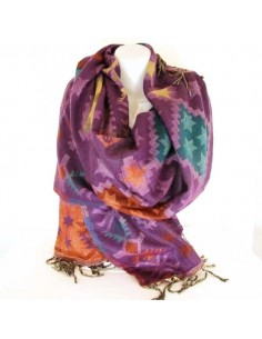 Grande écharpe violette à motifs