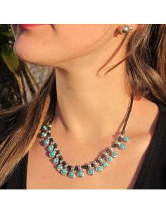 collier ras de cou en cuir et perles turquoises
