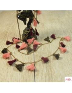 collier à pompons roses, marrons et bordeaux