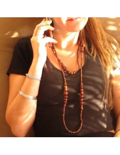 long collier en perles de bois marrons