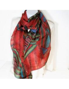 Foulard en soie rouge à motifs