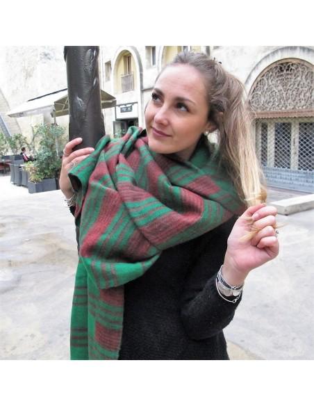 Grande écharpe verte à rayures
