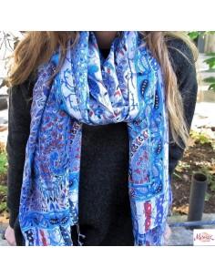 Echarpe bleue à motifs