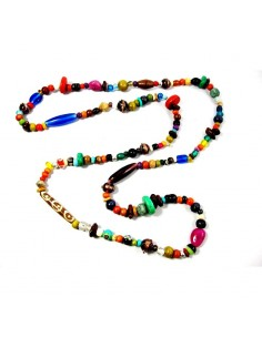 Collier long en perles multicolores