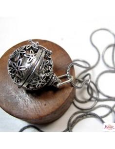pendentif bola argenté fleur de vie
