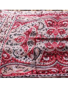 Foulard en soie rouge à motifs 2
