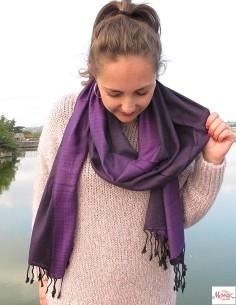 Étole violette et noire 2