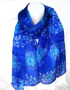 Foulard en soie bleu et...