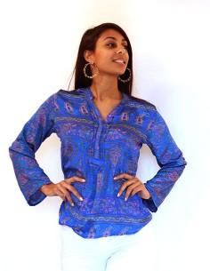 Chemise bleue à motifs...