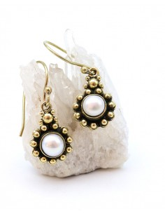 Boucles d'oreilles pendantes dorées et perle - Mosaik bijoux indiens