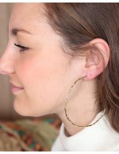 Grosses boucles d'oreilles créoles martelées dorées - Mosaik bijoux indiens 2