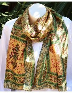 Foulard fin en soie coloré à motifs indiens