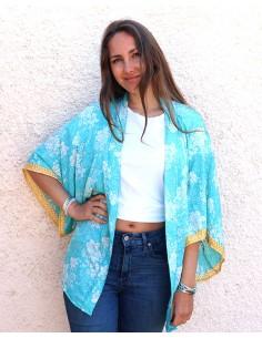 Kimono turquoise et fleurs blanches - Mosaik bijoux indiens