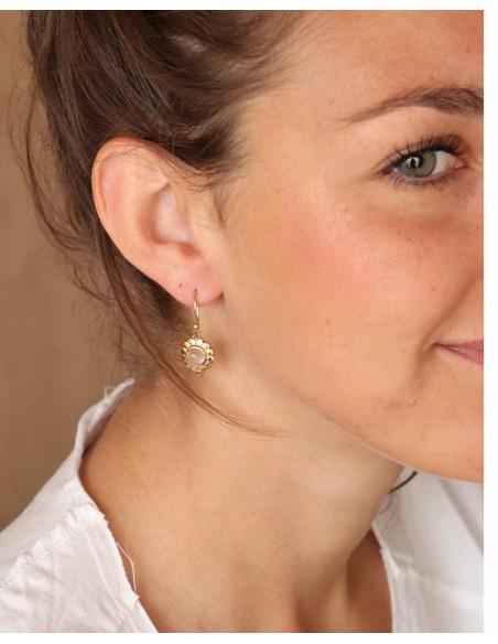 Petites boucles d'oreilles fleurs dorées et quarte rose - Mosaik bijoux indiens