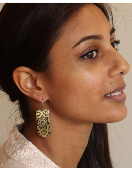 boucle d'oreille peinte noire et dorée - mosaik bijoux indiens