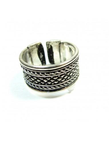 anneau argenté à motifs