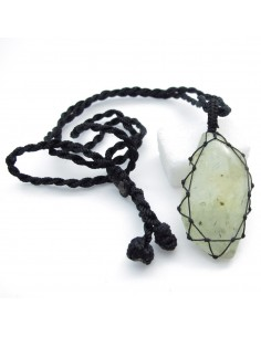 pendentif en prynite et cordon noir
