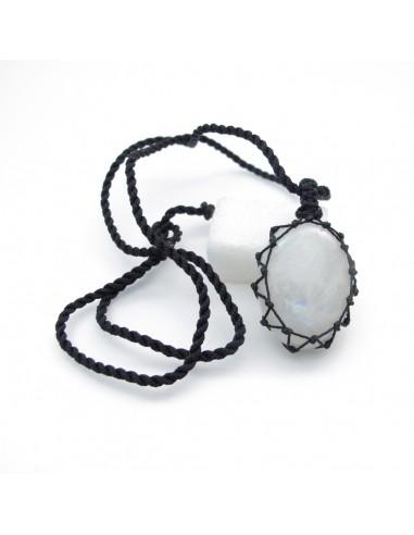 pendentif en pierre de lune et cordon