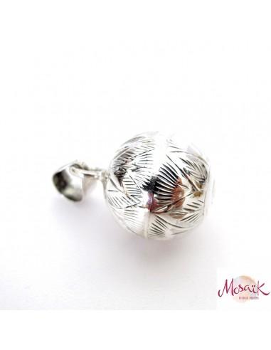 pendentif bola en argent ciselé