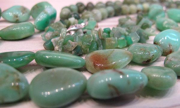 colliers en pierres naturelles