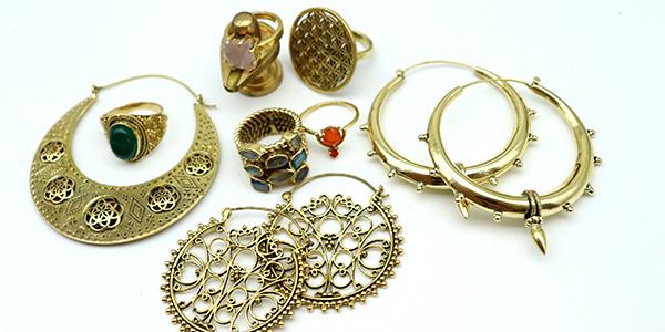 bijoux dorés laiton