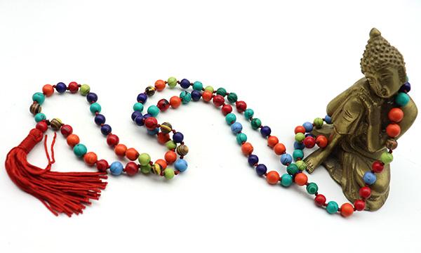 collier mala perles colorées
