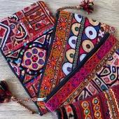 Plus que quelques modèles de nos pochettes en tissus colorées disponibles sur la boutique en ligne les filles 😢 Rendez vous sur www.bijouxindiens.net