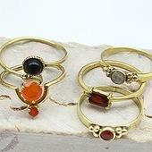 Des amoureuses du doré par ici? 🤨🤩 Le laiton est une matière dorée qui ne bouge pas 🥰 venez découvrir tous nos modèles sur www.bijouxindiens.net