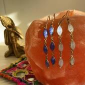 Elles sont longues, fines, dorées et colorées nos nouvelles boucles d'oreilles en laiton et pierres naturelles 😍😍 Venez découvrir la nouvelle collection tout de suite! Www.bijouxindiens.net