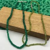 Nous mettons aujourd'hui à l'honneur 2 jolies pierres de couleur verte : agate et péridot 💚 Tous nos colliers en pierre taillées vous attendent sur le site www.bijouxindiens.net