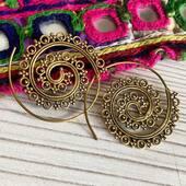 Zoom sur cette jolie paire de boucles d'oreilles originale en laiton ⭐️ Www.bijouxindiens.net