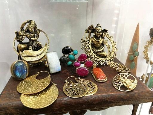 Entretien des bijoux en laiton
