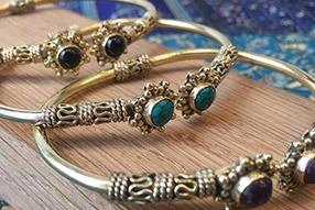 Les bijoux en laiton